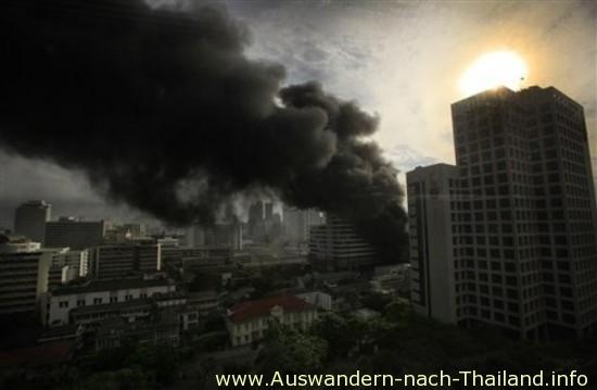 Chulalongkorn Hospital - Thailand - Bei blutigen Auseinandersetzungen im Mai 2010 in Bangkok starben mindestens 88 Demonstranten, über 1800 wurden verletzt. Die Rothemden - UDD Demonstration - Unruhen der Roten.