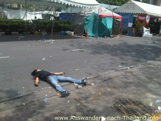 Thailand - Bei blutigen Auseinandersetzungen im Mai 2010 in Bangkok starben mindestens 88 Demonstranten, über 1800 wurden verletzt. Die Rothemden - UDD Demonstration - Unruhen der Roten.