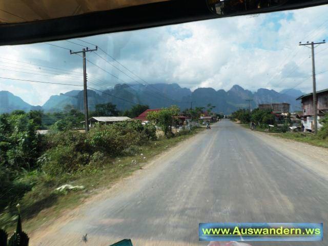 Strasse nach Vangvieng zur Tropfstein Höhle