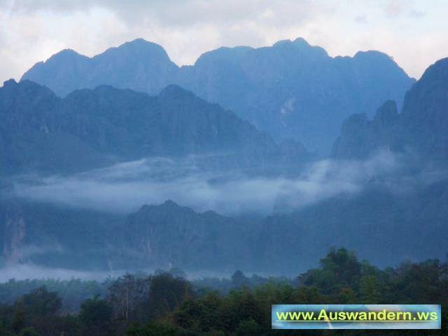 Nebenflus vom Mekong nach Vangvieng zur Tropfstein Höhle in Laos