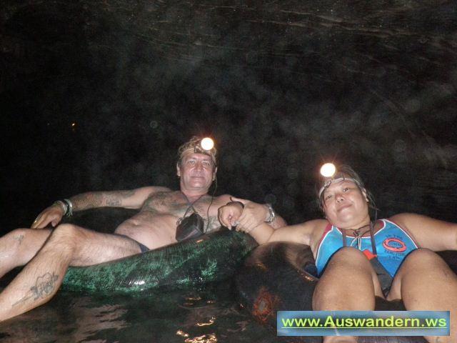 Vangvieng - Yui und ich in der Tropfstein Höhle in Laos