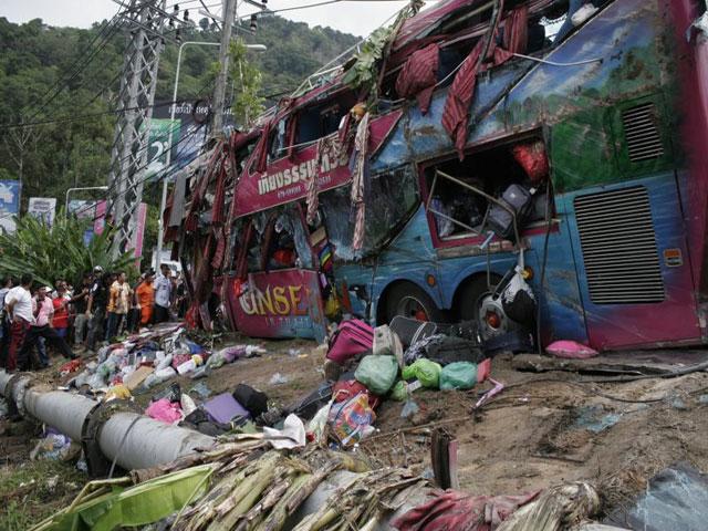 schwerer Busunfall in Phuket am Hügel von Patong