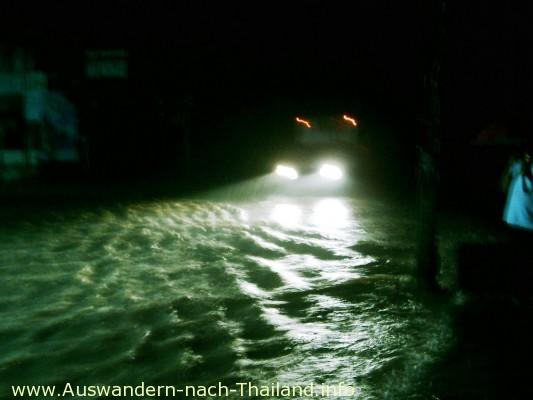 Sinflut-artige Überschwemmung & Hochwasser in Thailand - Suratthani - Koh Samui!