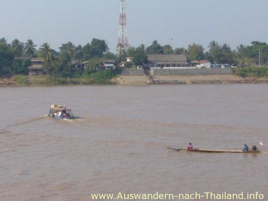 Abends dann an den Mekong etwas essen, ein paar Bier und ab ins Nachtleben von Vientiane.