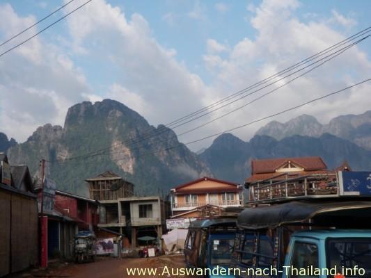 Laos - Vientiane - Vangvieng hat gigantische Landschaften und nette Leute.