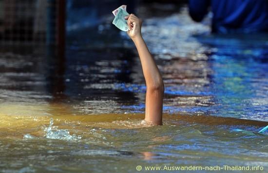 Die groesste Flut Katastrophe - Hochwasser seit 50 Jahren in Bangkok - Thailand.