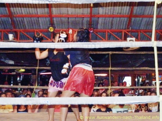 Lady Thai-Boxing in Ko Samui - Lamai / Thailand